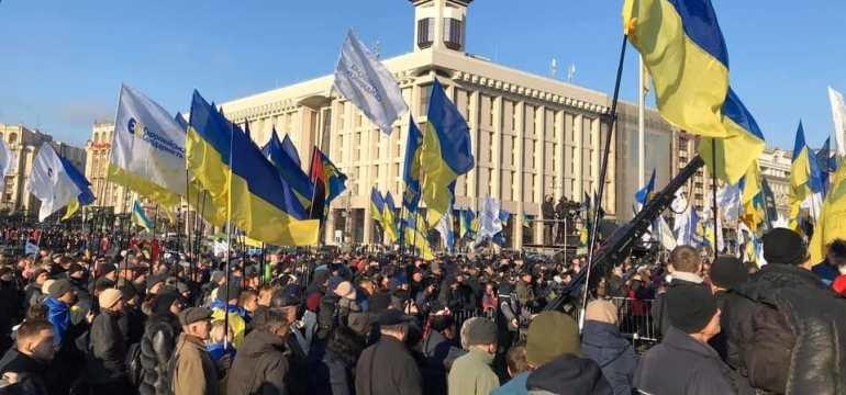 На Майдані люди зібралися на віче, щоб нагадати Зеленському про «червоні лінії»